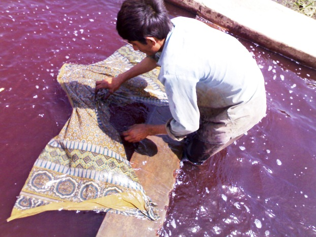 Washing the Initial Dyes - Ajrakh