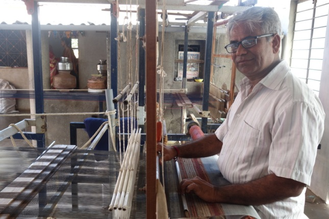 dayabhai-on-the-loom