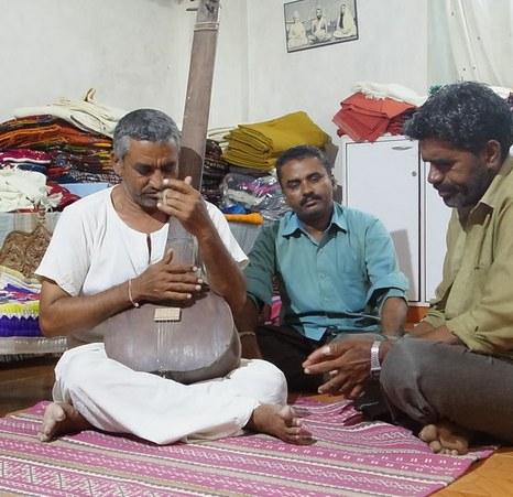 devji-bhai-the-weaver-and-the-bhajnik