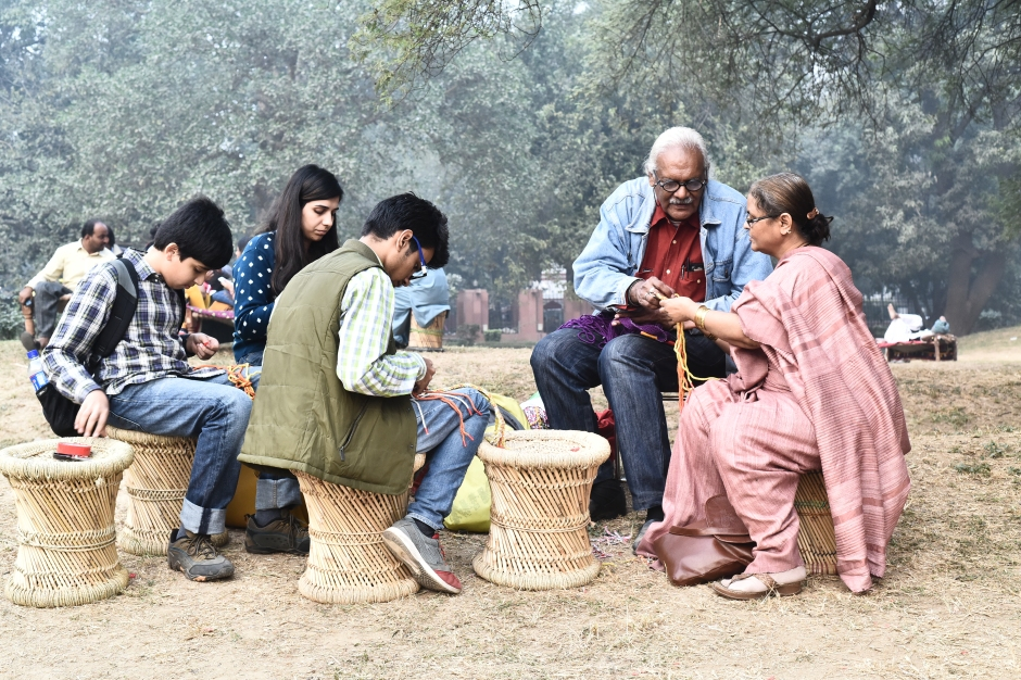 a-workshop-on-ply-split-braiding-at-the-living-lightly-journeys-with-pastoralists-exhibit-in-new-delhi
